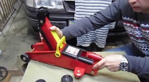 Устройство автомобильного гидравлического домкрата